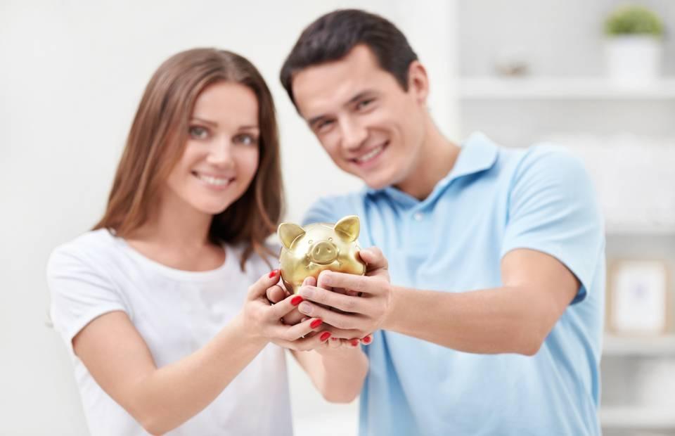 Estudo: Casais que investem juntos brigam menos, dinheiro é causa de muitos conflitos