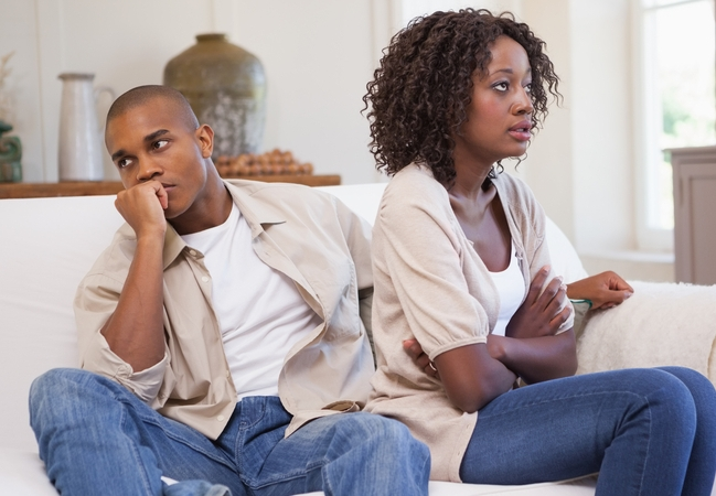 7 sinais de que você está sentindo ciúmes em excesso: