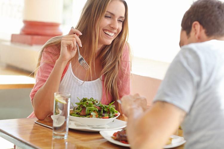 Estudos mostram como casais felizes dialogam