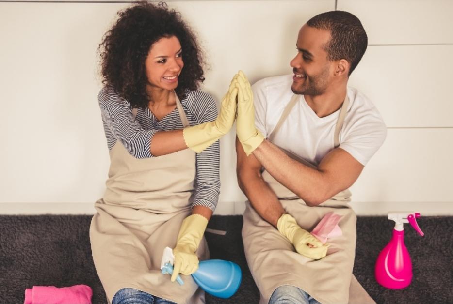 Como tornar a divisão de tarefas domésticas um momento sem conflitos